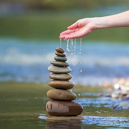 Stenen-water-hand